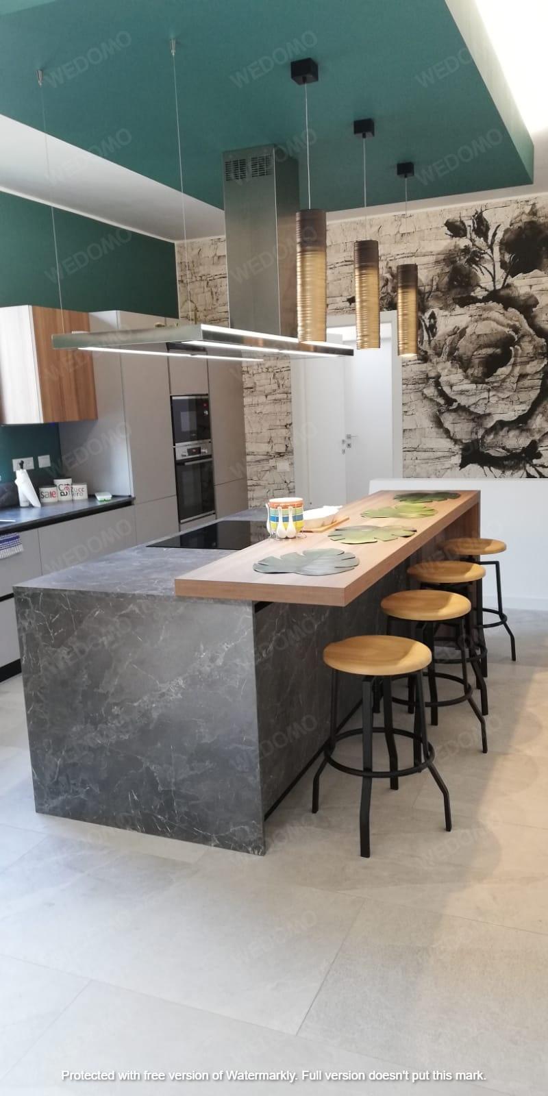 Progettazione d'interni cucina su misura con carta da parati Seregno Monza e Brianza Milano